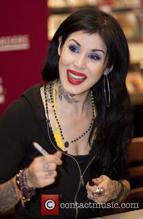 See Kat Von D http://www.contactmusic.com/pics/lbn_d_2278599.jpg