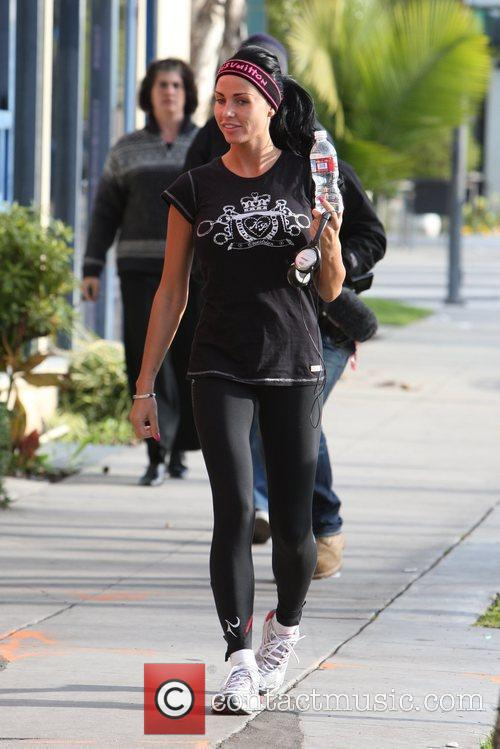 katie price drinks some water 2292617