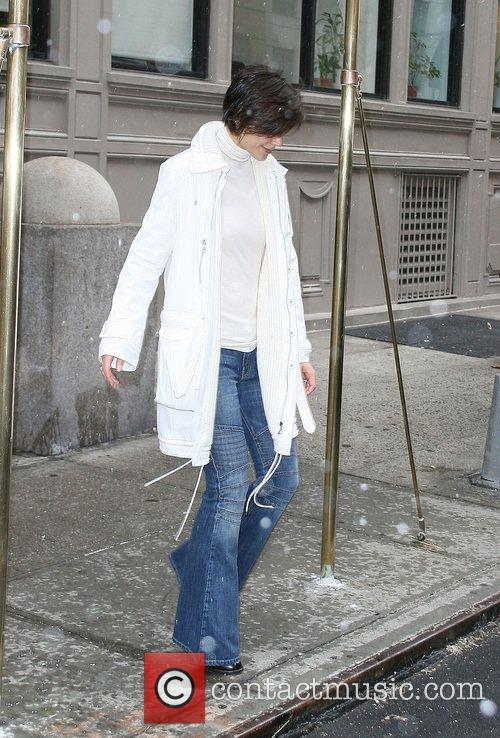 Katie Holmes leaving her Manhattan apartment as the...
