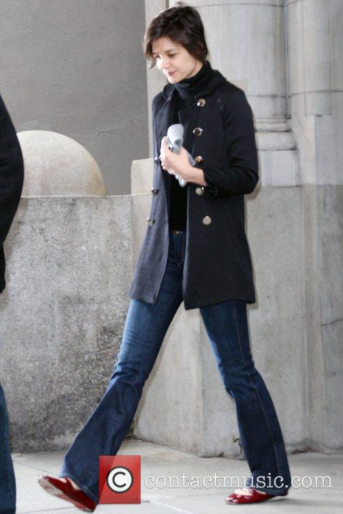 Katie Holmes leaving her Manhattan residence on her...