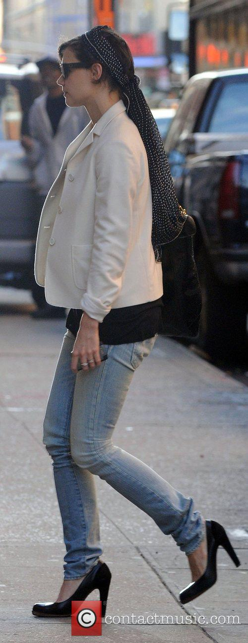 Katie Holmes arrives at her Manhattan residence New...