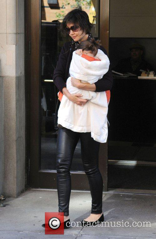 Leaving her apartment with her daughter Suri Cruise