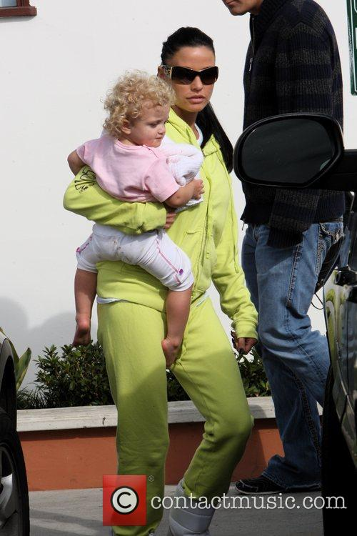 Katie Price and Princess Tiaamii have lunch at Tra di Noi 5