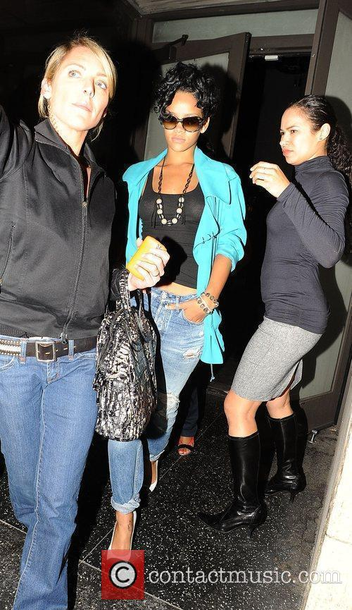 Attempts to avoid photographers as she leaves Katsuya...