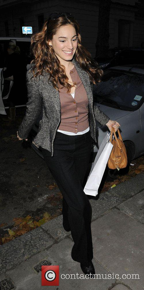 Kelly Brook is dropped off at her house...