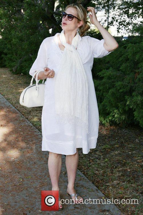 A Very Pregnant Kelly Rutherford Takes A Stroll In Beverly Hills 4