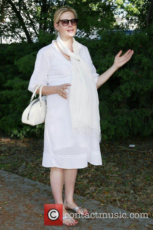 A Very Pregnant Kelly Rutherford Takes A Stroll In Beverly Hills 8