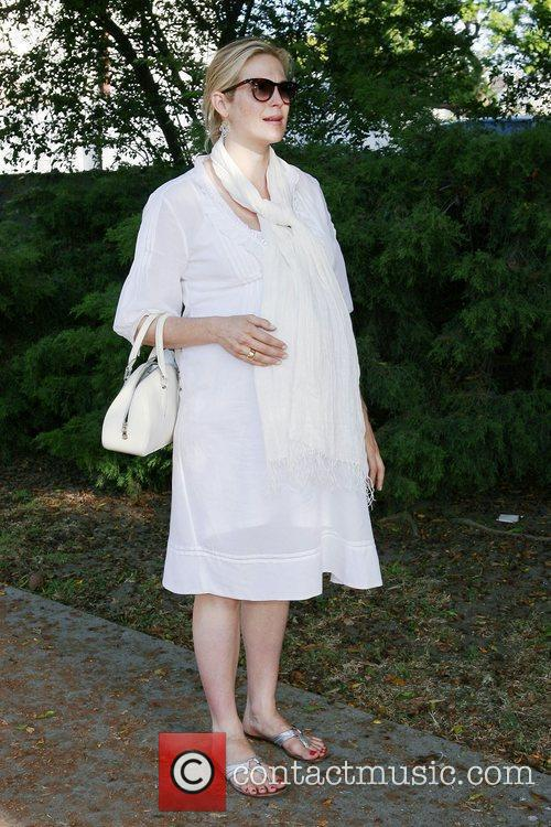 A Very Pregnant Kelly Rutherford Takes A Stroll In Beverly Hills 6