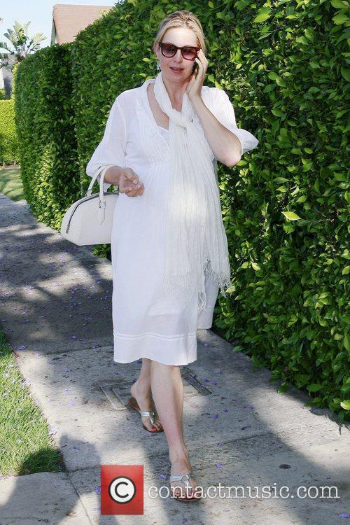 A Very Pregnant Kelly Rutherford Takes A Stroll In Beverly Hills 3
