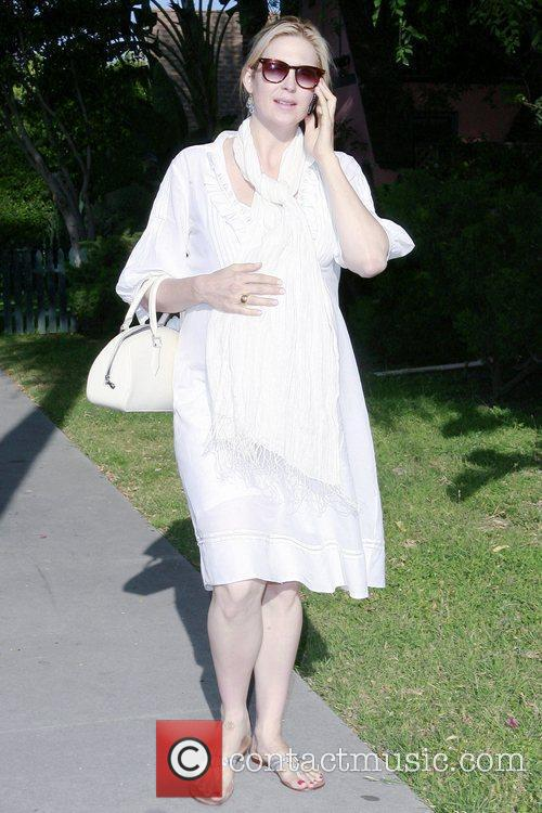 A Very Pregnant Kelly Rutherford Takes A Stroll In Beverly Hills 5