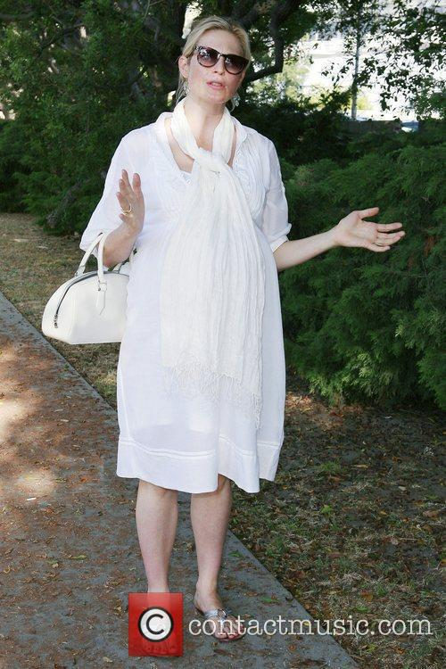 A Very Pregnant Kelly Rutherford Takes A Stroll In Beverly Hills 7