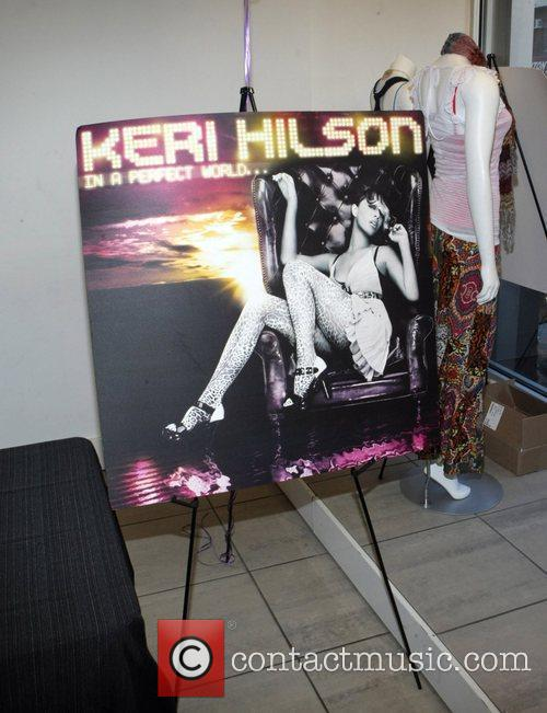 Atmosphere Keri Hilson meets fans and signs her...