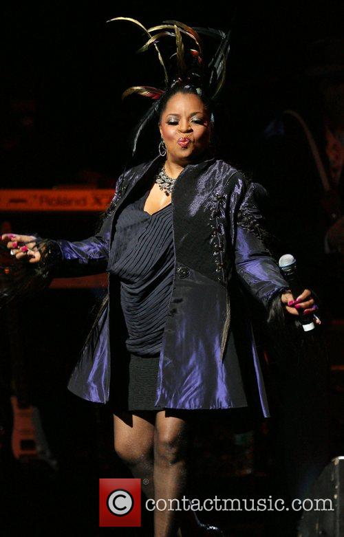 Patti LaBelle and the Bluebelles reunite after 30...