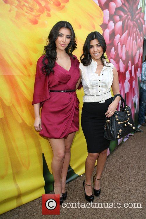 Kim Kardashian and Kourtney Kardashian 7