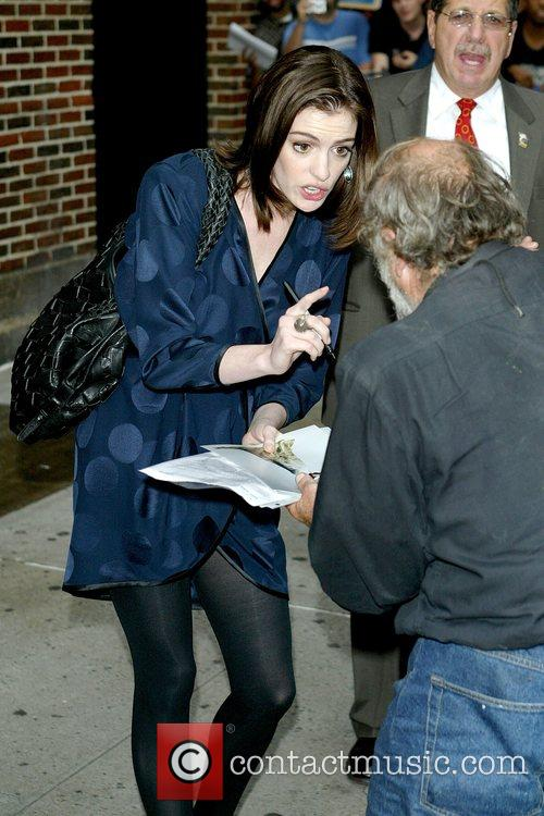 Anne Hathaway and David Letterman 3