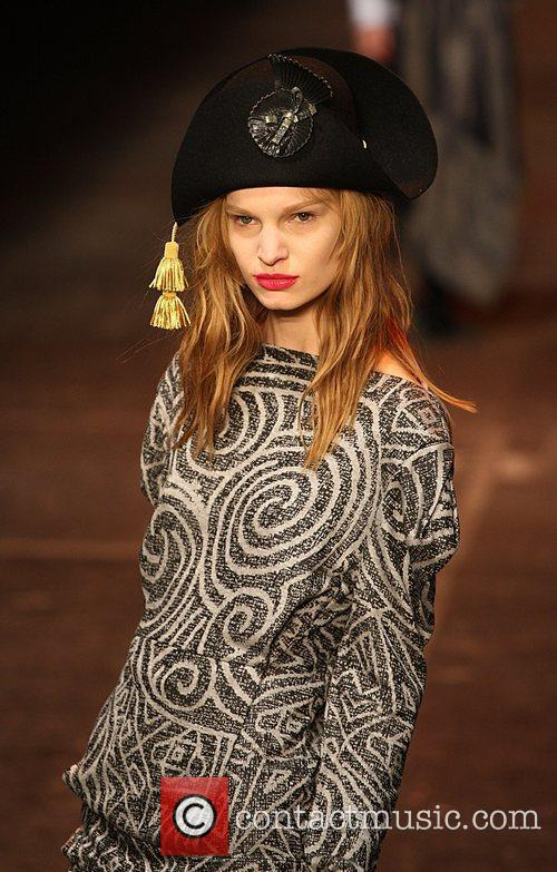 Model London Fashion Week Autumn/Winter 2009 - Vivienne...