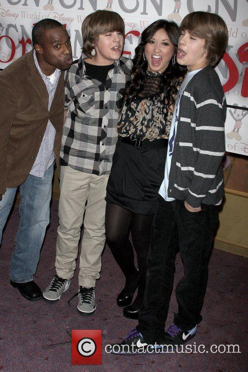 Phill Lewis,Dylan Sprouse, Brenda Song, Cole Sprouse Cast...