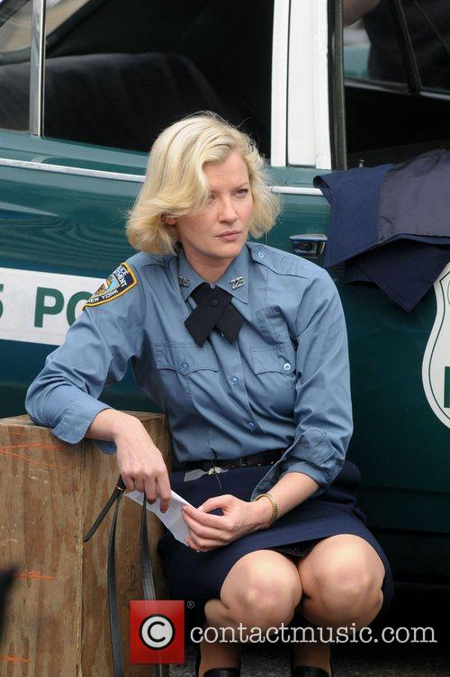 Gretchen Mol on the set of 'Life On...