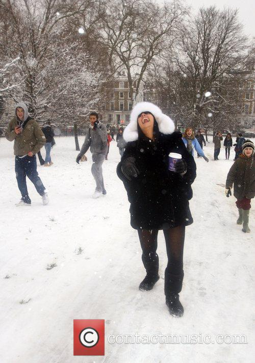Lily Allen makes the most of the snowy...