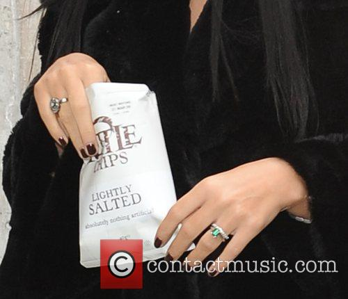 Lily Allen wearing an engagement ring  Lily...