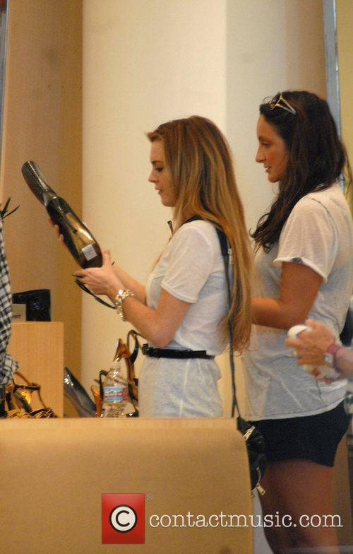 Lindsay Lohan  shops at Barneys with friends...