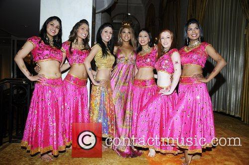 Toni Braxton and Bollywood Step Dancers 1