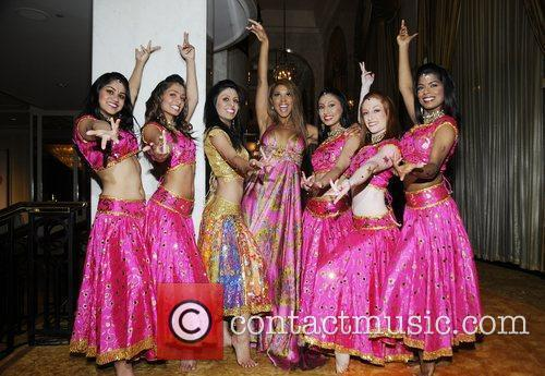 Toni Braxton and Bollywood Step Dancers 4