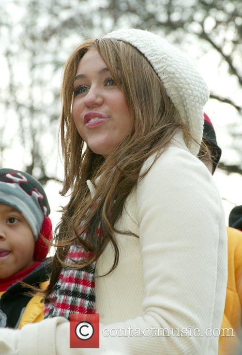 Miley Cyrus 22