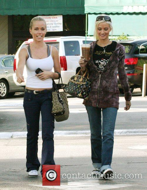 Kendra Wilkinson and Holly Madison 1