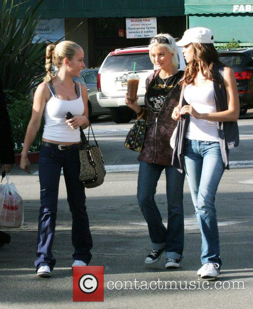 Kendra Wilkinson and Holly Madison 4
