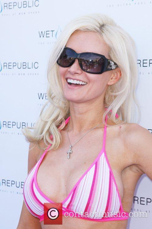 Holly Madison Memorial Day weekend kick off party...