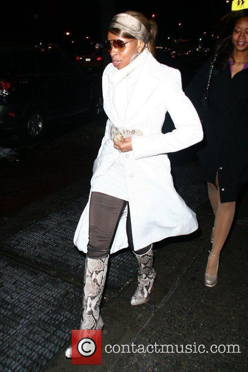 Mary J. Blige leaving the restaurant DaSilvano with...