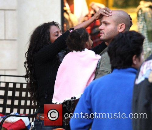 Mel B and Her Husband Stephen Belafonte Share A Kiss While Christmas Shopping With Her Daughter At The Grove 4
