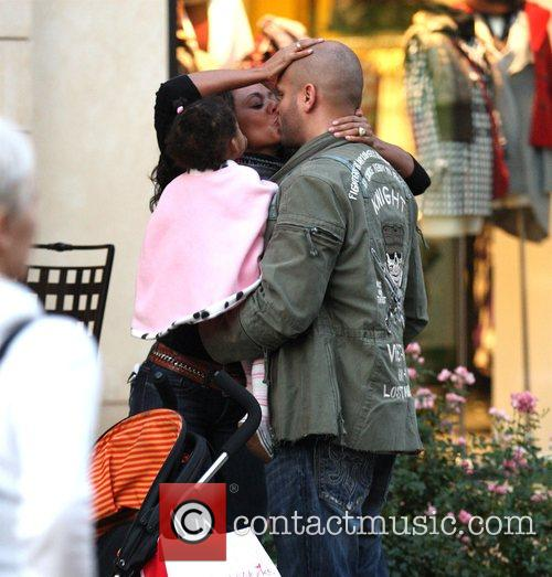 Mel B and Her Husband Stephen Belafonte Share A Kiss While Christmas Shopping With Her Daughter At The Grove 2