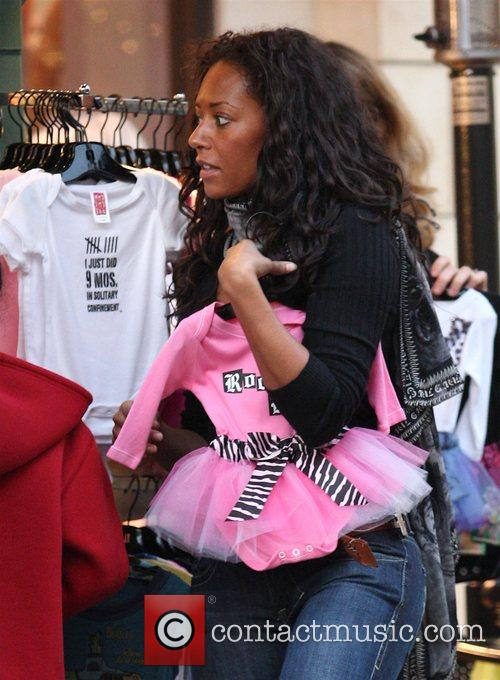 Mel B and Her Husband Go Christmas Shopping With Her Daughter At The Grove 7