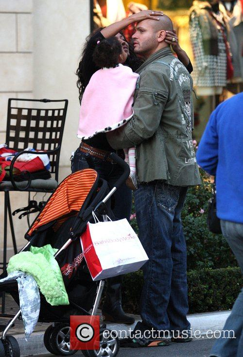 Mel B and Her Husband Stephen Belafonte Share A Kiss While Christmas Shopping With Her Daughter At The Grove 5