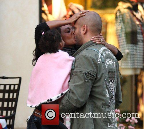 Mel B and Her Husband Stephen Belafonte Share A Kiss While Christmas Shopping With Her Daughter At The Grove 9