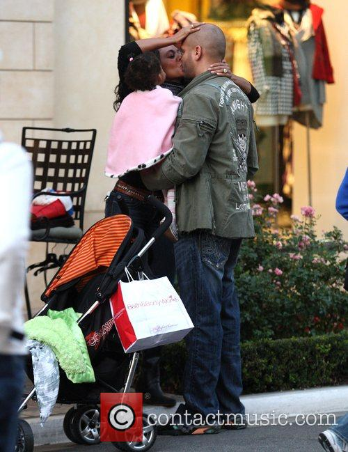 Mel B and Her Husband Stephen Belafonte Share A Kiss While Christmas Shopping With Her Daughter At The Grove 3