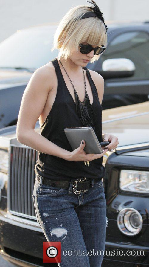 Mena Suvari  pops to the hairdressers at...