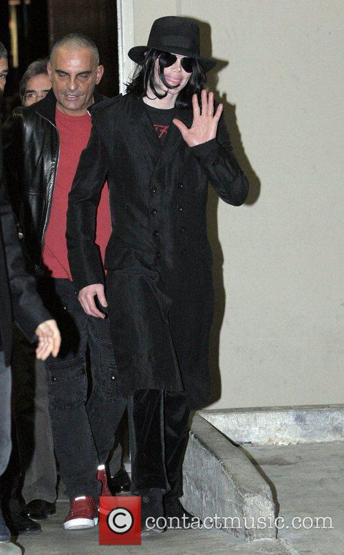 Michael Jackson Waving