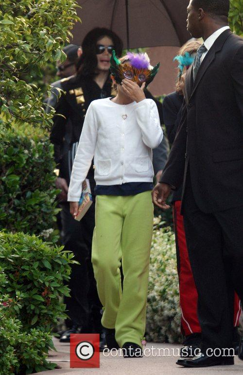Michael Jackson and Paris Jackson leave a medical...