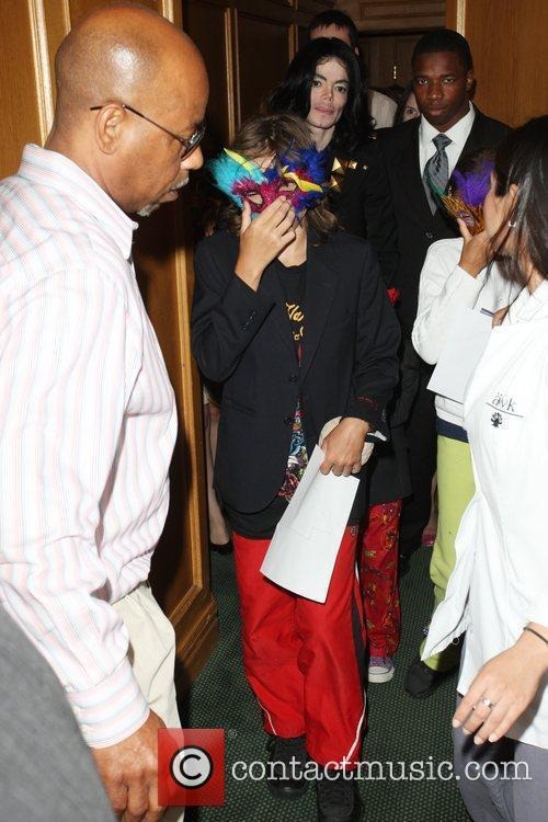Michael Jackson  and his children, Prince, Blanket...