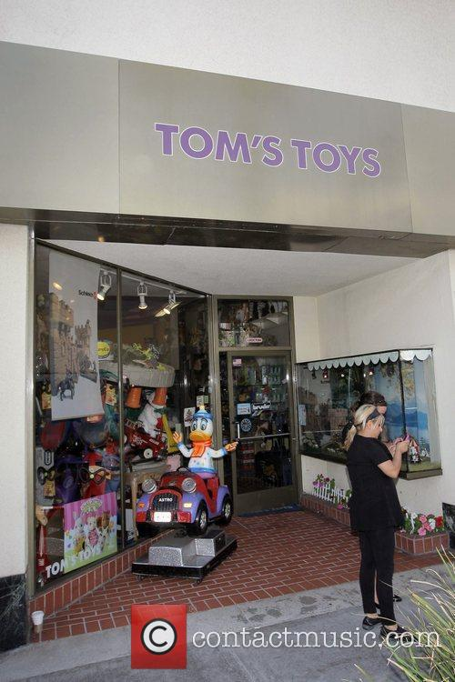 Michael Jackson and his children leave Tom's Toys...