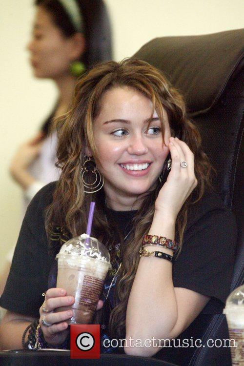 Miley Cyrus, Her Friends Visit A Nail Salon In North Hollyood Mall. She Grabs Lunch At Pandera Bakery Where She Had Clam Chowder Soup With A Bread Roll and Green Salad. 8