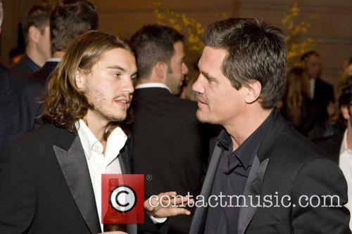 Emile Hirsch and Josh Brolin 2