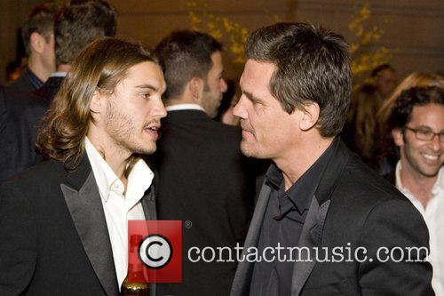 Emile Hirsch and Josh Brolin 1