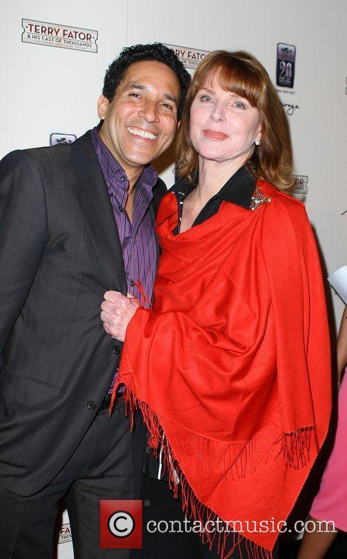 Oscar Nunez and Mariette Hartley 1