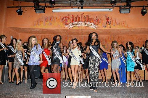 2009 Miss USA contestants attend dinner at Diablo's...