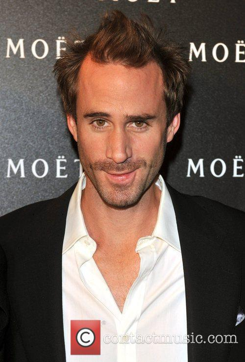 Joseph Fiennes Cast As Michael Jackson In 9/11 Road Trip Comedy