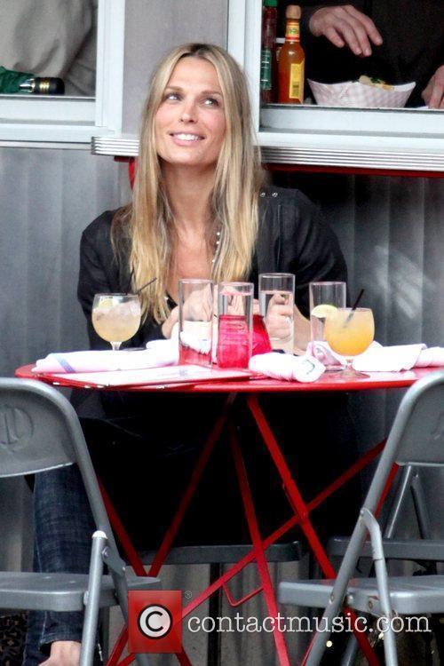 Molly Sims former 'Las Vegas' star eating at...
